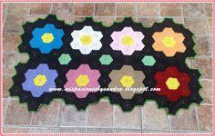 Tejida a crochet con grannys hexagonales.