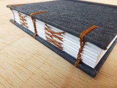 Sketchbook Desenho de Bolso :: Jeans #encadernação #cadernoartesanal #feitoamao #bookbinding #handmade #papelaria #sketchbook #sketchbookartesanal #desenho #ilustração