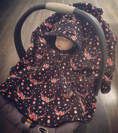 Baby/Children's Car Seat Ponchos! Car Seat Poncho, Kids Poncho, Memory Pillows, Fabric Patterns, Baby Car Seats, Knitting, Alternative, Traveling, Warm