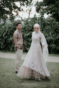 Engagement decor by & photo by Kebaya Wedding, Muslimah Wedding Dress, Hijab Wedding Dresses, Wedding Gowns, Prewedding Hijab, Indonesian Wedding, Pre Wedding Poses, Muslim Dress, Brokat