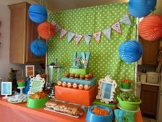 Great Scooby Doo Table Display - paper balls and sheet