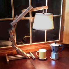 Arco madera rústica mesa lámpara de por AWalkThroughTheWoods