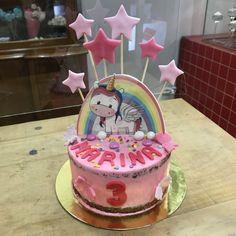 Tarta buttercream unicornio y estrellitas. Birthday Cake, Cupcakes, Desserts, Food, Fondant Cakes, Lolly Cake, Candy Stations, One Year Birthday, Unicorn
