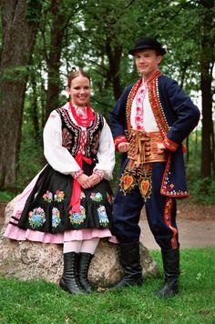 Folk costumes of Lachy Sądeckie (Nowy Sącz areas), Poland. Polish Clothing, Folk Clothing, Ukraine, Costumes Around The World, Art Populaire, Steve Mccurry, Ethnic Dress, Folk Costume, My Heritage