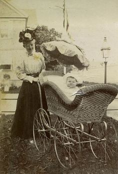 Prev pinner said: Gladys Wilson in a pram, Newport, RI, 1897 Antique Photos, Vintage Pictures, Vintage Photographs, Old Pictures, Vintage Images, Old Photos, Baby Kind, Art Nouveau, Anos 60