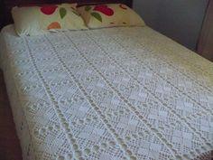 Colcha de Crochê - +70 Modelos Lindos Com Gráficos e Passo a Passo Crochet Socks, Crochet Pillow, Crochet Tablecloth, Crochet Doilies, Crochet Afghans, Crochet Chart, Filet Crochet, Knitting Patterns, Crochet Patterns