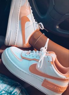Jordan Shoes Girls, Girls Shoes, Nike Jordan Shoes, Women Nike Shoes, Cute Sneakers For Women, Nike Shoes Outfits, Sneakers Fashion, Fashion Shoes, Shoes Sneakers