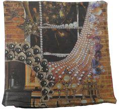 Cojín de algodon que muestra parte de la famosa historia La niña de los fósforos de Hans Christian Andersen #hcandersen #cojines #arte #estampado #decoración #almohada #diseñohogar