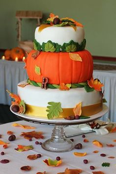 Autumn Wedding Cake, ECKKKK I love this, perfect for a small informal wedding! Pretty Cakes, Beautiful Cakes, Amazing Cakes, Fall Wedding Cakes, Autumn Wedding, Pumpkin Wedding, Wedding Ideas, Baby Shower Sweets, Baby Shower Cakes