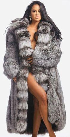 Fox Fur Coat, Fur Fashion, Girls Sweaters, Beautiful Black Women, Fur Jacket, Coats For Women, Mantel, Sexy Women, How To Wear