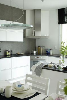 Kitchen: interesting corner stove/oven
