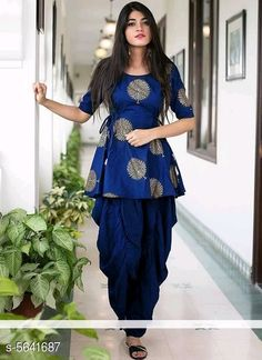 Party Wear Indian Dresses, Pakistani Dresses Casual, Designer Party Wear Dresses, Kurti Designs Party Wear, Dress Indian Style, Indian Fashion Dresses, Indian Designer Outfits, Girls Fashion Clothes, Indian Dresses For Girls