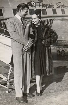 A sadly prophetic photo of newlyweds Clark Gable and Carole Lombard boarding an airplane in Carole and her mother later tragically perished in a plane crash outside of Las Vegas, Nevada on January She was only 33 years old. Hollywood Couples, Old Hollywood Glamour, Golden Age Of Hollywood, Vintage Hollywood, Hollywood Stars, Classic Hollywood, Celebrity Couples, Celebrity Portraits, Carole Lombard