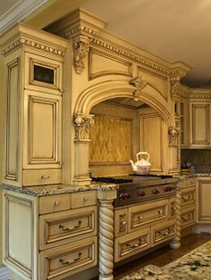 Not only is this kitchen beautiful but it also offers plenty of storage, abundance of work surfaces and stunning millwork Old World Kitchens, High End Kitchens, Elegant Kitchens, Luxury Kitchens, Beautiful Kitchens, Home Decor Kitchen, New Kitchen, Kitchen Interior, Kitchen Hoods