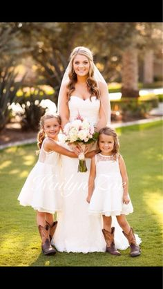Love the flower girls in boots for country wedding wd casamento cowtry, sér Flower Girl Dresses Country, Lace Flower Girls, Lace Flowers, Girls Dresses, Trendy Wedding, Dream Wedding, Lace Wedding, Wedding Summer, Gown Wedding