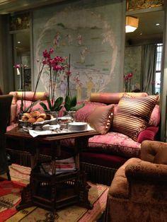 Hôtel Daniel… IF YOU LOVE CHINOISERIE… (8e arr) http://loveparisloveparis.wordpress.com/2014/02/25/paris-hotel-daniel-if-you-love-chinoiserie-french-essence/