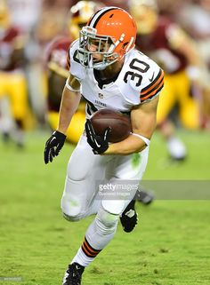 defensive-back-jim-leonhard-of-the-cleveland-browns-runs-with-the-a-picture-id455626222 (752×1024)