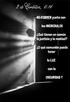 2  de Corintios 6:14  No formen yunta con los incrédulos. ¿Qué tienen en común la justicia y la maldad? ¿O qué comunión puede tener la luz con la oscuridad?
