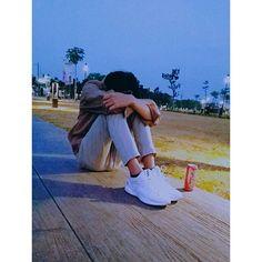 "962 Suka, 81 Komentar - 张伯现 (@zbxxlh) di Instagram: ""Sendiri, sendiri dan sendiri tetap sendiri enak sendiri njir awokwok"" Caption, Captions"