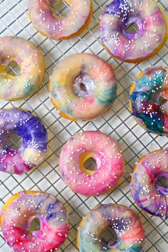 Gorgeous and yummy vanilla baked donuts with a glossy,marble glaze!Yummmm