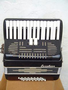 """The """"acordeón"""" (accordion)"""