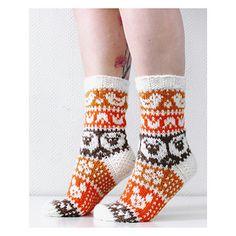 Ravelry: Taimitarhan Pääsiäissukat pattern by Niina Laitinen Fair Isle Knitting, Knitting Socks, Knit Socks, Cool Socks, Knitted Bags, Ravelry, Knit Crochet, Free Pattern, Slippers