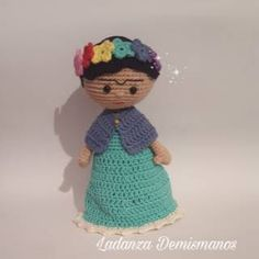 Crochet decoracion frida Ideas for 2019 Crochet Amigurumi Free Patterns, Crochet Dolls, Amigurumi Tutorial, Cute Crochet, Crochet Baby, Knitting Projects, Crochet Projects, Homemade Dolls, Crochet Videos