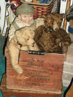 Here's a look at a couple more of my teds from my 900+ bear collection. Beige bear is  by Apple of my Eye ....Francis Harper. The Dark Brown Ted is made by my friend & wonderful bear artist Linda Dorr.....This photo belongs to me & you may repin if you like.