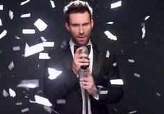 Adam Levine, vocalista do Maroon 5 e jurado do The Voice, está em tour pelo Brasil. Confira a curadoria com imagens do cantor.