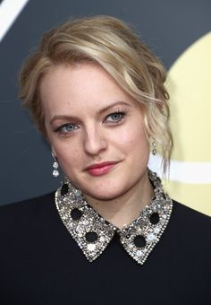 Elisabeth Moss Photos - Elisabeth Moss attends The Annual Golden Globe Awards at The Beverly Hilton Hotel on January 2018 in Beverly Hills, California. Golden Globe Award, Golden Globes, The Beverly, Beverly Hilton, Elizabeth Moss, Messy Updo, Dior Couture, Updos, Fashion Shoes