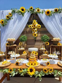 Fourfortyfourevents's communion / Sunflower Theme - Photo Gallery at Catch My Party Sunflower Party Themes, Sunflower Birthday Parties, Sunflower Wedding Decorations, Birthday Party Decorations Diy, Baby Shower Decorations, Yellow Party Decorations, Sweet 16 Parties, Grad Parties, Graduation Party Planning