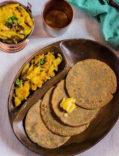 Jowar Bajra Garlic Roti is a healthy breakfast or lunch recipe made with Jowar f.Jowar Bajra Garlic Roti is a healthy breakfast or lunch recipe made with Jowar flour also known as Sorghum flour, Bajra flour and garlic powder for flavouring (yo Diabetic Snacks, Healthy Snacks For Diabetics, Healthy Breakfast Recipes, Diabetic Recipes, Diabetic Bread, Healthy Recipes, Flour Recipes, Veg Recipes, Baby Food Recipes