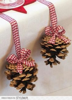 Christmas table decor - could use glue and glitter and small pompoms to decorate pine cones for xmas decoration on tree. Noel Christmas, Country Christmas, Winter Christmas, All Things Christmas, Christmas Ornaments, Christmas Sweet Table, Simple Christmas, Pinecone Ornaments, Christmas Tables