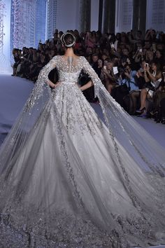 45 Fantasy Wedding Dresses That Will Make Your Heart Stop