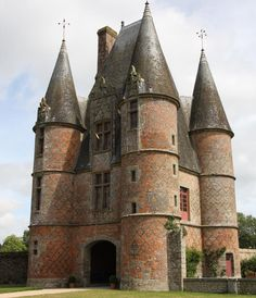 Chateau de Carrouges built in the century in Carrouges, France Chateau Medieval, Medieval Castle, Old Abandoned Buildings, Old Buildings, Beautiful Castles, Beautiful Buildings, Architecture Antique, Château Fort, Castle Ruins