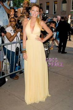 Blake Lively´s fashionable day in the city continued last night at the New York premiere of Savages.  The fragrant face of Gucci Premiere donned a buttery yellow, one of a kind, silk georgette...