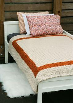 Bulky knitted blanket
