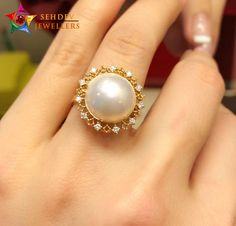 Add a shine to your look with pearl ring with lace and diamonds Gold Rings Jewelry, Pearl Jewelry, Bridal Jewelry, Diamond Jewelry, Bracelet Designs, Ring Designs, Pearl Ring Design, Gold Finger Rings, Pearl And Diamond Ring