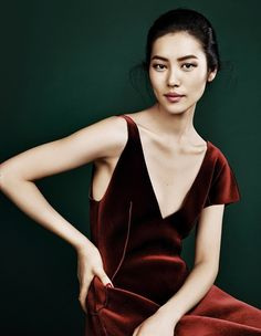 New Season – Liu Wen graces the pages of Elle China's September issue, looking super glam in autumn looks. Trunk Xu photographed the Chinese beauty who recently… Liu Wen, Asian Woman, Asian Girl, Xiao Li, Red Velvet Dress, Velvet Gown, Victoria Secret Fashion Show, Fall Looks, Asian Fashion