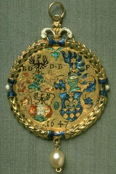 Gold and enamel pendant, in commemorate to connect by marriage. 1647, 4 cm,  17.9 g.