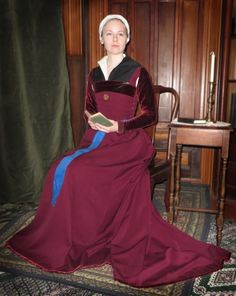 Cross-posted from my journal. Sooooo...I made a Tudor kirtle in a week for a high-persona SCA event. It was madness. But I'm really happy with it! First of all, here are a couple of pictures from the event (Finchcock's Court), by Cat Lennox: So here it is: the one-week, period-correct,…