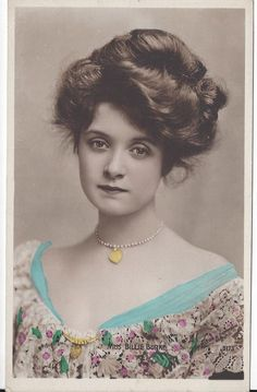"American actress, Billie Burke (she played Glinda the Good Witch in the ""Wizard of Oz""). She was fortunate to have a lot of hair for this Gibson girl hairstyle. Images Vintage, Photo Vintage, Vintage Pictures, Victorian Pictures, Vintage Wedding Photos, Antique Photos, Vintage Photographs, Old Photos, 1800s Hairstyles"