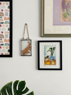 Thanks to @taylorheery for making this photo available freely on @unsplash 🎁 Eclectic Gallery Wall, Gallery Wall Layout, Art Gallery, Neutral Walls, Dark Walls, Modern Prints, Modern Art, Room Decor, Wall Decor