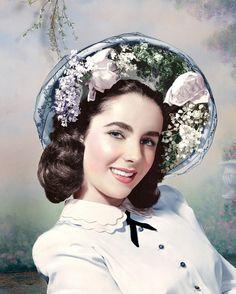 Elizabeth Taylor : su cara ovalada, delgada, con sus espléndidos ojos azul lavanda, sus cejas gruesas y su pelo negro azabache, la hicieron famosa en el cine, desde muy jovencita. ¡Y muy admirada!