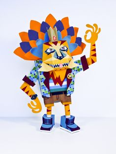 King is a Paper toy created for Excuse my french by maaowland.fr  This big guy is 25 cm tall.