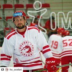 Od fotbalu zpátky k hokeji, třinečtí Oceláři se na domácím turnaji též představili v prakticky čisté variantě dresů a to je moc prima. #hokej  #hokejista #telh #liga #tipsportextraliga #sport #hockey #logo #hcocelari #trinec #design #cesko #czech #blog #dresblog #Repost @hc_ocelari with @repostapp ・・・ Za chvíli začínáme! ✊🏻 #SteelCup #BecauseItsTheCup Hockey Teams, Logo Nasa, Ronald Mcdonald, Instagram Posts