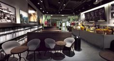 Joe the Juice. Great use of colours and textures to create warm inviting decor. Note fruit and Veg on full display and great use of light Joe And The Juice, Juice Store, Cosy Lounge, Food Retail, Coffee Store, Lounge Design, Top Restaurants, Fruit And Veg, Retail Design