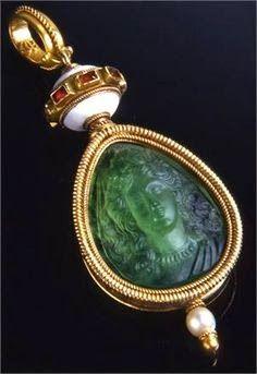 Emerald Cameo Pendant, engraved and moulded by Fortunato Pio Castellani in the 19th Century, which Napoleon III gave to the Countess of Castiglione.