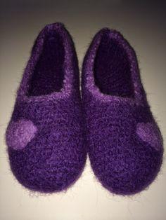 Christel's hobbykrok: Adventslilla tøfler med hjerte ❤️ Slippers, Shoes, Fashion, Moda, Zapatos, Shoes Outlet, La Mode, Fasion, Footwear