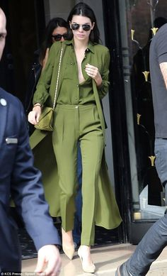 Kendall Jenner is top-to-toe in green at PFW Green with envy: Kendall Jenner rose early for another day at Paris Fashion Week on Saturd… Green Fashion, Look Fashion, Fashion Art, Fashion Outfits, Paris Fashion, 90s Fashion, Fashion Weeks, Skirt Fashion, Ulzzang Fashion